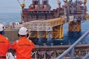 أسعار النفط تقفز 7.7 بالمئة  .. أعلى ارتفاع أسبوعي منذ يناير