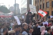 قطع الطريق المؤدية الى الباشورة بالاطارات المشتعلة من قبل المحتجين