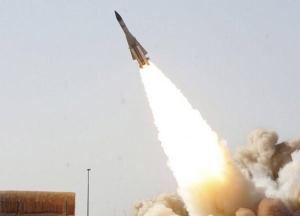 إيران تجري مناورة عسكرية مفاجئة غرب البلاد