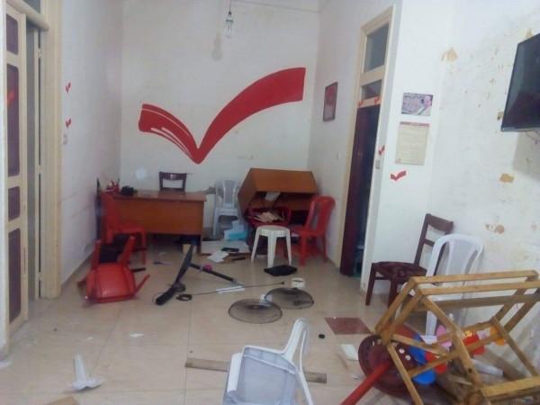 اقتحام مكتب التيار الوطني الحر في الميناء وتكسير محتوياته