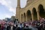 عدد كبير من المحتجين يتجمعون امام مسجد الامين في وسط بيروت