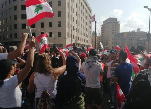 الآلاف في ساحتي رياض الصلح والشهداء: لاسترجاع 'الأموال المنهوبة'