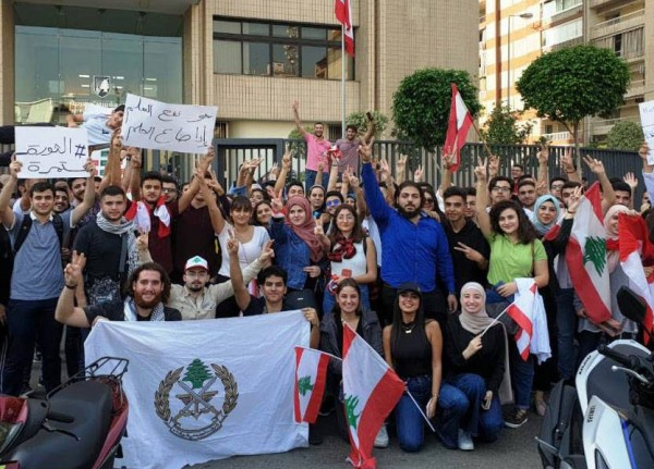 طلاب لبنان يعتصمون: 'نحن أساس هذه الثورة'!