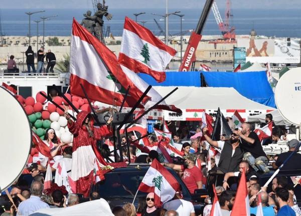 'شعلة الاستقلال' وصلت الى ساحة الشهداء...