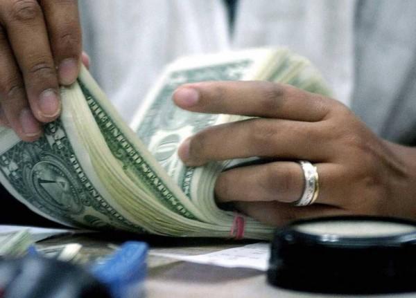 كم بلغ سعر صرف الدولار في الاسواق اليوم؟