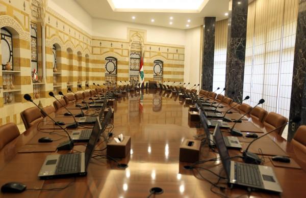 السلطة تراهن على قبول الحريري بحكومة اختصاصيين مطعّمة بسياسيين... ولا يستفزون الثوار