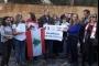 بالفيديو والصور- 'رسالتان الى ماكرون' من أمام السفارة الفرنسية في بيروت
