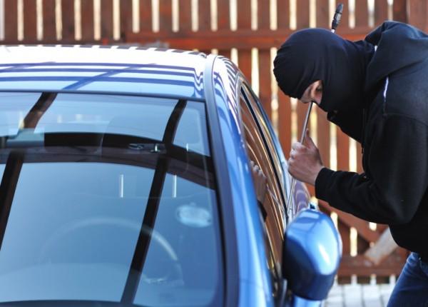 توقيف أحد أفراد عصابة سرقة سيارات بكمين محكم في الفرزل