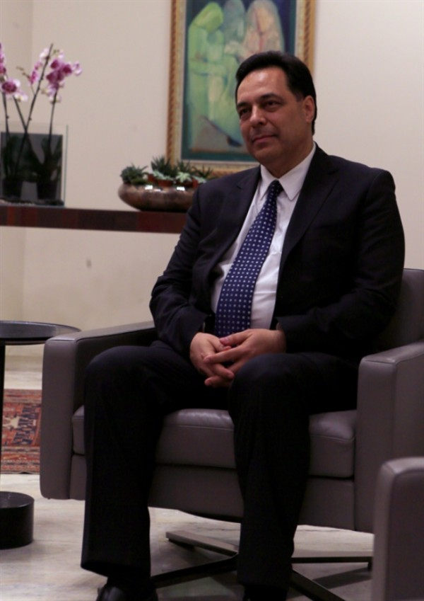 تأليف الحكومة: دياب يتمسك بالخارجية أو الدفاع و«التيار» يهدد بالانتقال إلى المعارضة