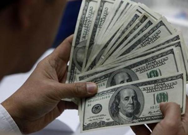 ما سبب تراجع الدولار المفاجئ في الفترة المسائية أمس؟