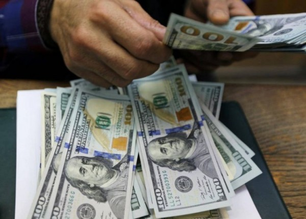 إليكم سعر الدولار لدى الصرافين اليوم الإثنين