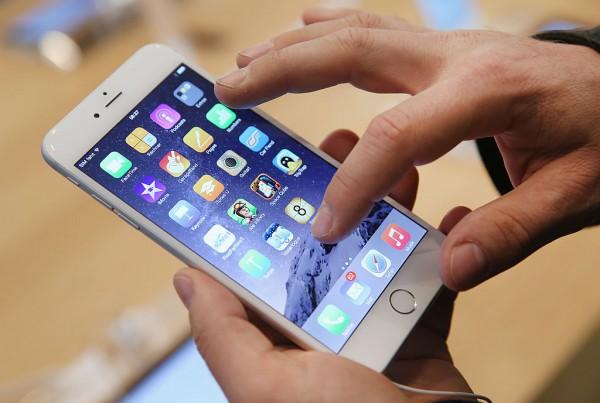 هاتف 'رخيص' من أبل قريبا