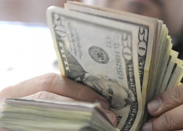 إشكال في أحد مصارف انطلياس.. 'مسموح سحب 50 دولاراً شهرياً فقط'!