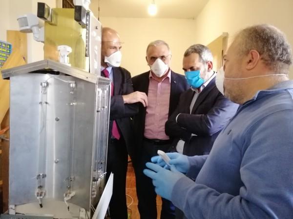 وزير الصحة يعاين جهاز «روبوت» لتعقيم ومكافحة انتشار الفيروسات في بعلبك