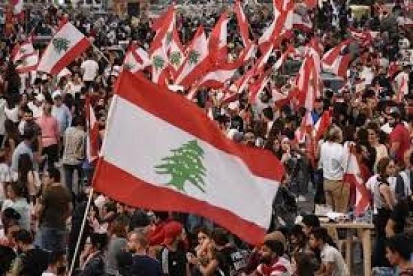 بعدما بات الأمل موجعاً أكثر من اليأس... شباب لبنان اليوم: من يسترجع أحلامنا المنهوبة؟