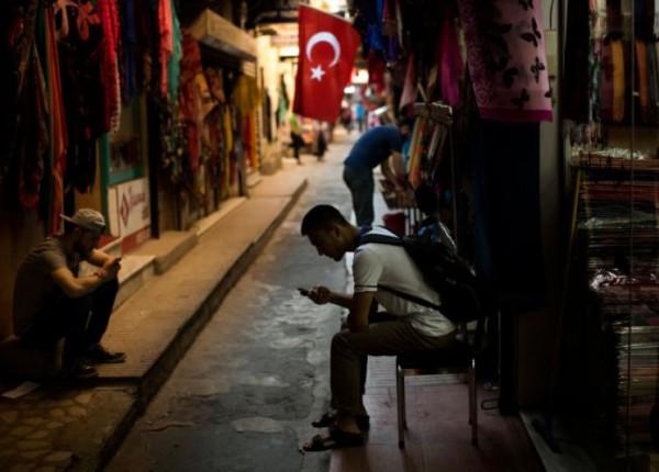 تركيا.. القانون 'المكبّل' لمواقع التواصل يقرّ!