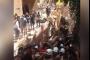 بالفيديو- لحظة انتشال أحد متطوعي الدفاع المدني حيا من تحت الأنقاض!