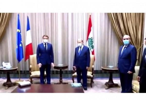 بالفيديو- ماكرون من مطار بيروت: 'لبنان ليس وحيداً'