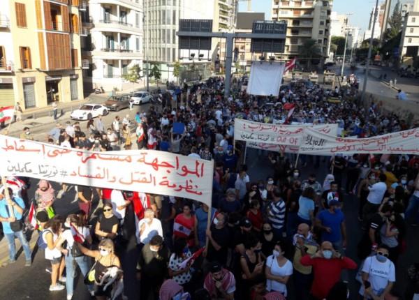 بالفيديو والصور- في ظل أزماته... لبنان يُحيي الذكرى الأولى لاحتجاجات '17 تشرين'!