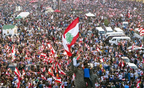 الثورة هنا... قائد الثورة يعطي الأمر بقطع الطرقات!