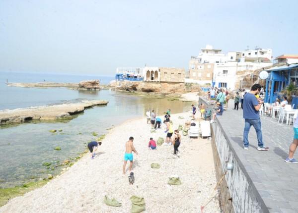 حملة مكافحة التلوث تمرّ بشاطئ البترون... والدولة غائبة