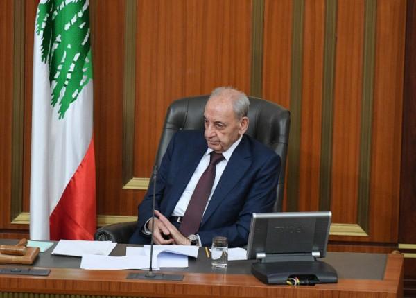 شكر من بري للكاظمي على دعم لبنان بالنفط