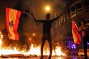 كرة النار الحكومية في الشارع