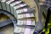الدولار أمام ارتفاع بين أقرانه من اليورو والين