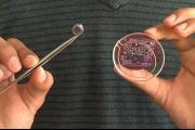عدسات لاصقة ذكية تراقب الحالة الصحية لمرتديها على مدار الساعة