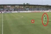 حارس إنجليزي يسجل هدفا رائعا من مسافة